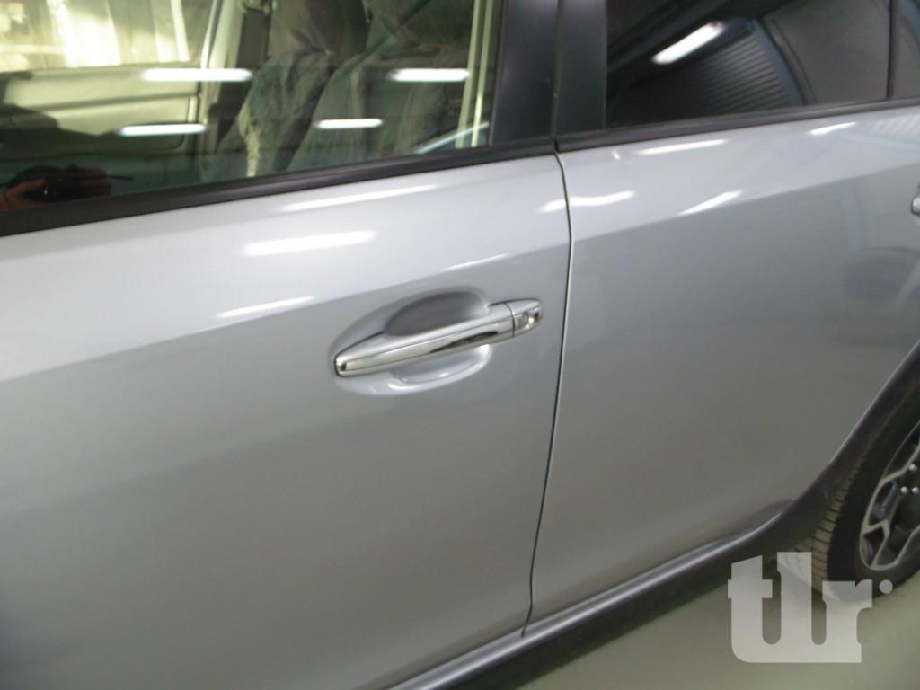 Subaru XV после ремонта вмятины в районе ручки