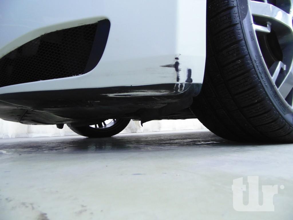 Maserati Granturismo наезд передним бампером на препятствие